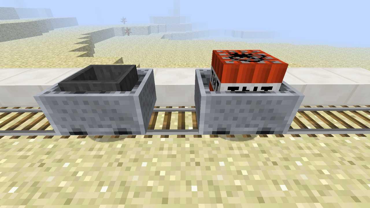 Вагонетка с воронкой и вагонетка с динамитом в minecraft